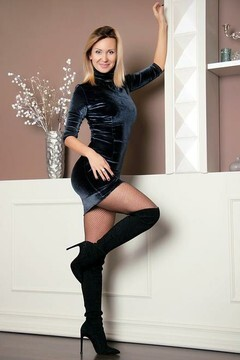 Tanechka from Zaporozhye 36 years - romantic girl. My small primary photo.