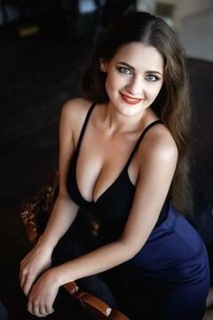 Vlada  28 jahre - sie lächelt dich an. My mitte primäre foto.