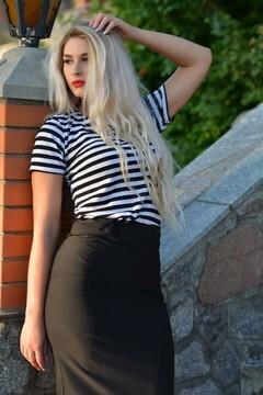 Irina from Kremenchug 25 years - natural beauty. My small primary photo.