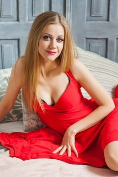 Olya from Ivanofrankovsk 28 years - good mood. My small primary photo.