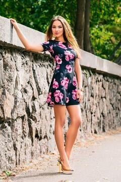 Anastasia from Cherkasy 23 years - favorite dress. My small primary photo.
