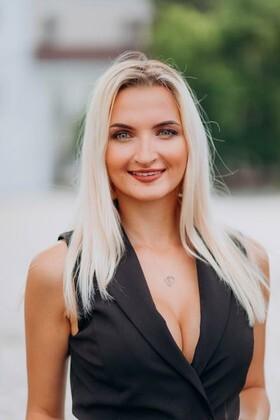 Lena von Lutsk 25 jahre - Musikschwärmer Mädchen. My wenig primäre foto.