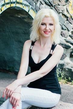 Ira von Cherkasy 35 jahre - Musikschwärmer Mädchen. My mitte primäre foto.