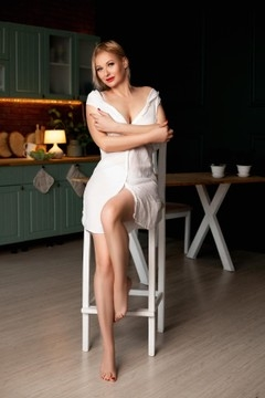 Elena from Zaporozhye 39 years - girl for marriage. My small primary photo.