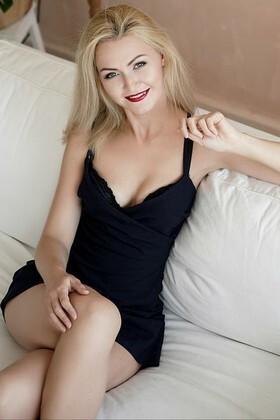 Anastasia  27 jahre - strahlendes Lächeln. My wenig primäre foto.