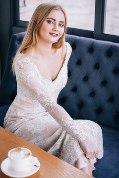 Vika from Lutsk 23 years - beautiful woman. My small primary photo.
