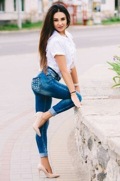 Video dating: Adelina