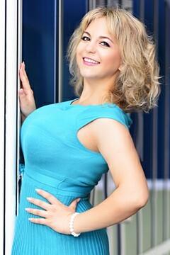 Oksana von Sumy 25 jahre - strahlendes Lächeln. My mitte primäre foto.