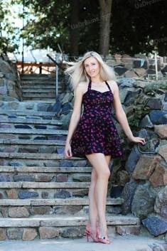 Anna 34 jahre - auf einem Sommer-Ausflug. My wenig öffentliches foto.