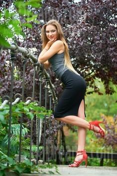 Tanya von Ivanofrankovsk 23 jahre - zukünftige Ehefrau. My wenig öffentliches foto.