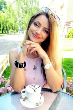 Ksenia aus Kiev, ukrainische Frau, gebildet und attraktiv