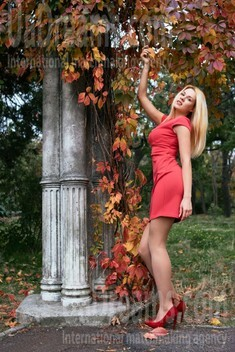 Alena from Odessa 26 years - Kind-hearted woman. My small public photo.