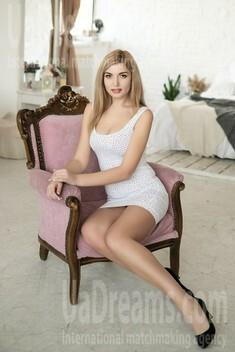Anna 27 jahre - zukünftige Ehefrau. My wenig öffentliches foto.
