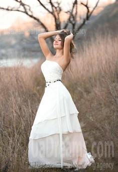 Irina von Dnipro 31 jahre - schönes Lächeln. My wenig öffentliches foto.