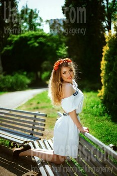 Marina von Dnipro 30 jahre - Musikschwärmer Mädchen. My wenig öffentliches foto.