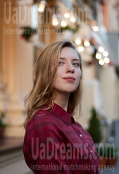Alina von Zaporozhye 18 jahre - schönes Lächeln. My wenig öffentliches foto.
