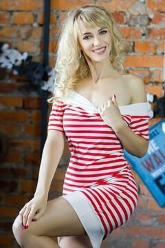 Svetlana from Kharkov 39 years - sunny day. My small primary photo.