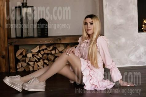 Alina von Zaporozhye 23 jahre - Lieblingskleid. My wenig öffentliches foto.