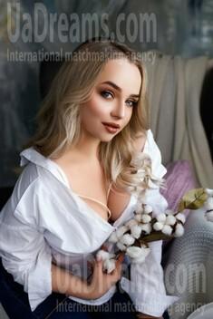 Nadia von Ivano-Frankovsk 23 jahre - wartet auf einen Mann. My wenig öffentliches foto.