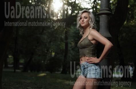 Khrystyna von Lviv 25 jahre - nach Beziehung suchen. My wenig öffentliches foto.